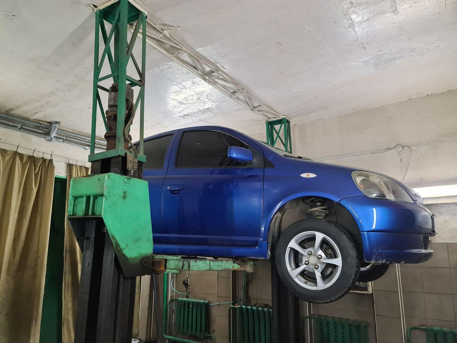 Toyota Yaris  відновлення сайлентблоків задньої балки