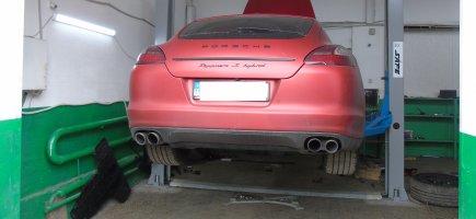 Сьогодні відновили передню підвіска  Porsche Panamera.